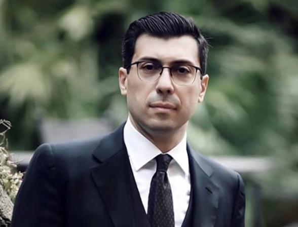 Ֆրանսիացի լրագրողներին ռուս խաղաղապահները թույլ չեն տվել մեկնել Ստեփանակերտ՝ ասելով, որ Հայաստանում ստացած հավատարմագրումն անվավեր է, հավատարմագրում պետք է ստանալ Ադրբեջանից