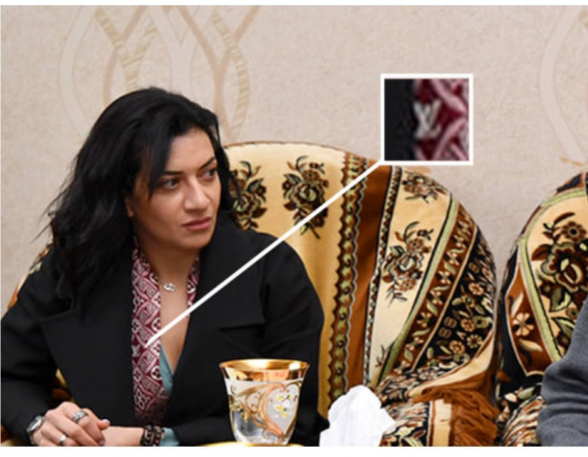 Анна Акопян навестила семью погибшего солдата в шарфе «Louis Vuitton» за $500