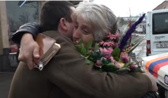 Տեսանյութ.Գերությունից վերադարձած Արայիկի ու մոր հուզիչ հանդիպումը