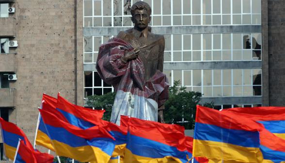 Այսօր՝ ժամը 18:00-ին, տեղի կունենա հավաք Արամ Մանուկյանի արձանի մոտ