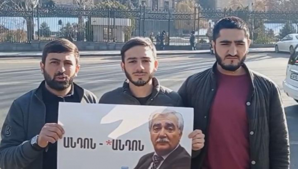 Թուրքի դեմը կզած բեղիկավոր, այսքանից հետո դեռ առաջարկում ես կրակե՞լ հայերի վրա․ ակցիա ԱԺ-ի դիմաց
