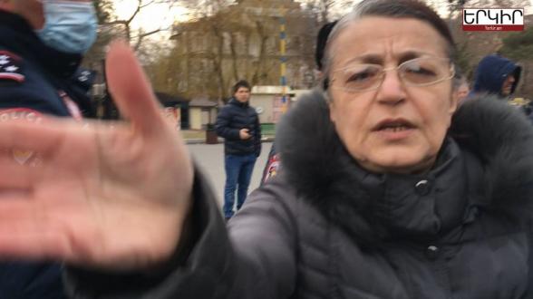 Փաշինյանի աջակիցը հայհոյանքներով հարձակվել է Yerkir.am-ի թղթակցի վրա (տեսանյութ)