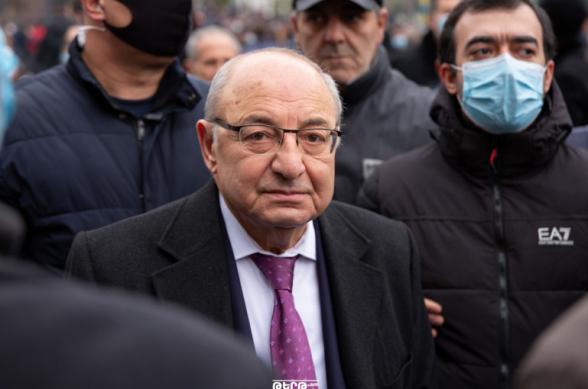 Большая часть работающих в СНБ и Полиции офицеров против этой власти – Вазген Манукян (видео)