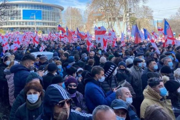 Центральный проспект Тбилиси перекрыт: оппозиция начала свое шествие