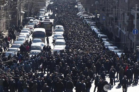 В Ереване прошло шествие с требованием отставки Пашиняна (видео)