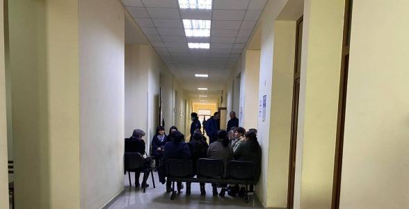 Շիրակի մարզի գերեվարված զինվորների ծնողները բողոքի ակցիա են իրականացնում մարզպետարանի շենքում