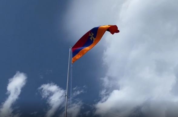 Շուռնուխի ամենաբարձր կետում 30 մետրանոց և 40 քմ մակերեսով մեծ եռագույն է բարձրացվել (տեսանյութ)