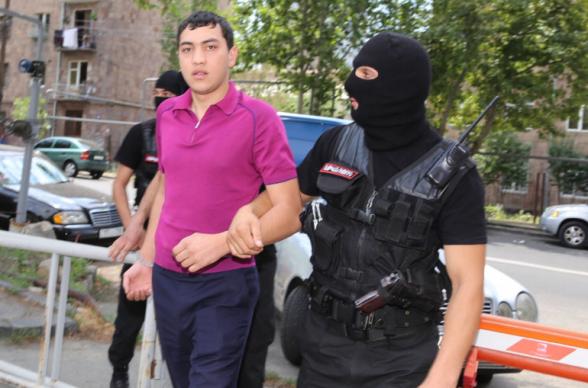 Օդանավակայանից ոստիկանություն է տեղափոխվել Սուրիկ Խաչատրյանի որդին