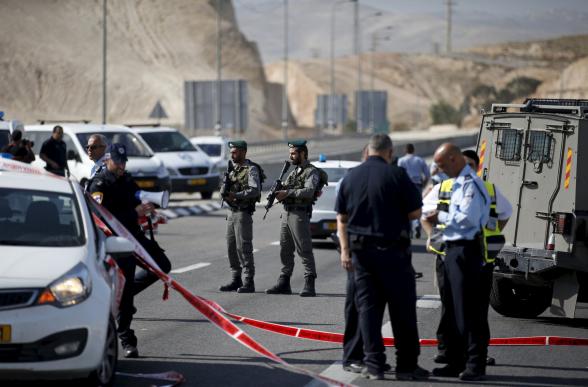 Израильские военные застрелили направившего на них автомобиль палестинца