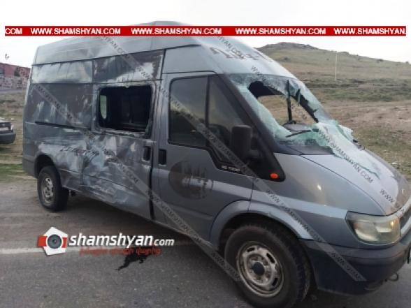 Կոտայքում բախվել են Ford Transit-ն ու ՌԴ քաղաքացու Mercedes Actros-ը. 3 մարդ հոսպիտալացվել է