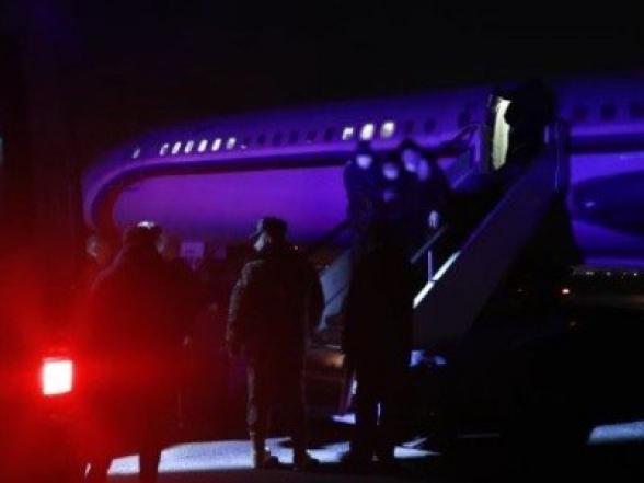 Самолет из Баку вернулся без военнопленных