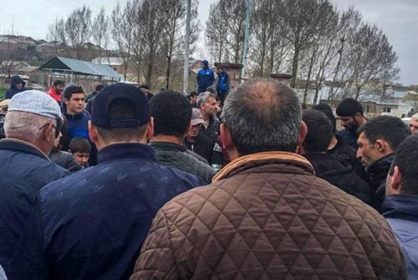 Родственники военнопленных перекрыли дороги в Ширакском марзе (видео)