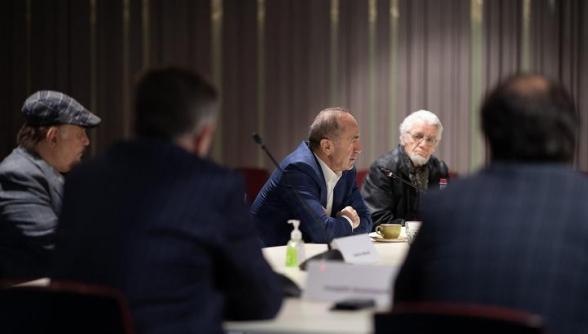 Ռոբերտ Քոչարյանը հանդիպել է ՄԻՏՔ Ազգային Խորհուրդ ՀԿ ներկայացուցիչ մտավորականների հետ (լուսանկար)