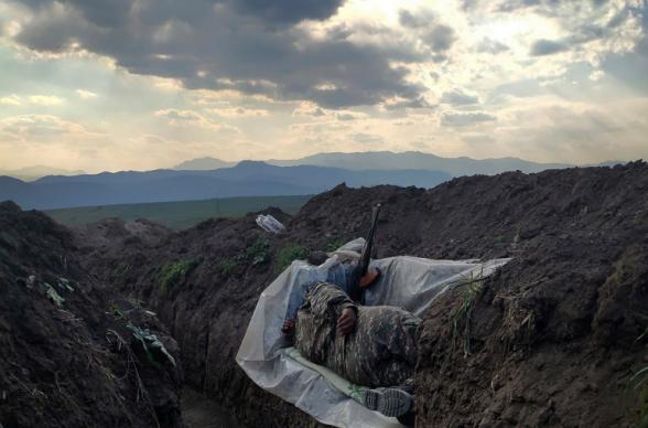 Խրամատում քնած զինվորը. Վաղինակ Ղազարյանի պատերազմական լուսանկարը «World Press Photo» միջազգային մրցանակաբաշխության «Ժամանակակից խնդիրներ» անվանակարգում 3-րդ մրցանակն է շահել