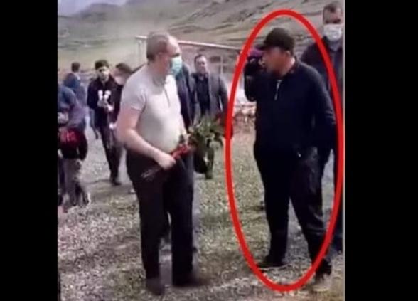 Родственник погибшего солдата не позволил Пашиняну возложить цветы на его могилу (видео)