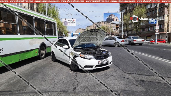 Երևանում BMW-ն կոտրել է բազալտե հենապատը, արմատախիլ արել ծառեր և կողաշրջված հայտնվել բնակչի այգում․ կան վիրավորներ