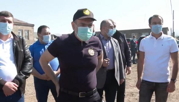 «Никол – предатель, турок»: визит Пашиняна в Сюник сопровождался акциями протеста (видео)