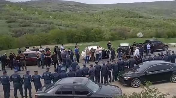 Шурнухцы забросали кортеж Пашиняна яйцами (видео)