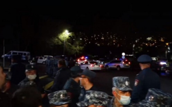 Полиция применила против митингующих грубую силу: есть подвергнутые приводу (видео, 18+)