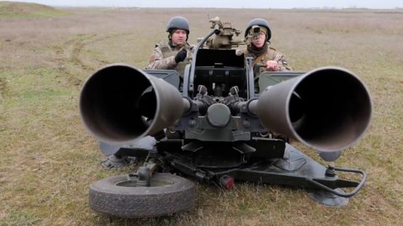 Украинские военные проводят учения на границе с Крымом