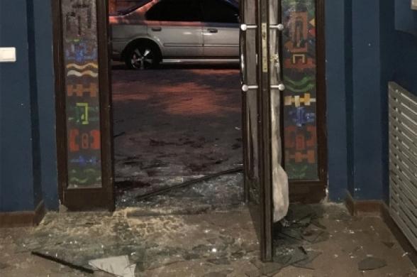 Հայտնաբերվել է Գեղարվեստի ակադեմիայի մուտքի դուռն ու ապակիները կոտրած 43-ամյա կինը
