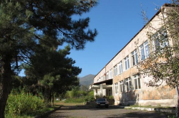 Ներքին Հանդի դպրոցն ադրբեջանական դիրքերից 500 մետրից պակաս հեռավարության վրա է. մեր քաղաքացիների ֆիզիկական անվտանգության խնդիր կա. Թաթոյան
