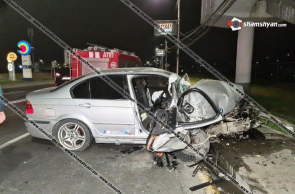 BMW-ն «Դալմա Գարդեն Մոլ»-ի դիմաց բախվել է վերգետնյա անցման հենասյուներին. մեկ մարդ հոսպիտալացվել է