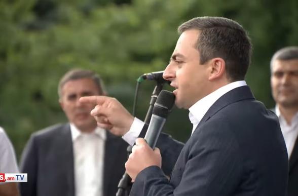 Не позволим подонку-капитулянту воспроизвести свою власть – Ишхан Сагателян (видео)