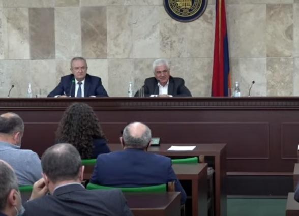 Встреча научного совета ЕГУ с министром Ваграмом Думаняном (прямой эфир)