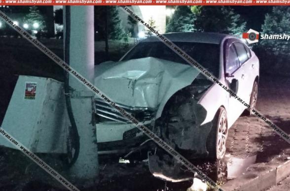 Nissan-ը Եռաբլուրի ճանապարհին դուրս է եկել երթևեկելի գոտուց և բախվել էլեկտրասյանը․ վարորդը տեղափոխվել է հիվանդանոց