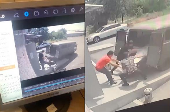 Ինչպես են զոհվածների մասունքները տեղափոխում դիահերձարան (տեսանյութ) -  Լուրեր Հայաստանից