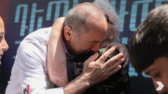 «Հայաստան» դաշինքի հանդիպումը Նոր Հաճընի մշակույթի տան դիմաց (տեսանյութ, լուսանկար)