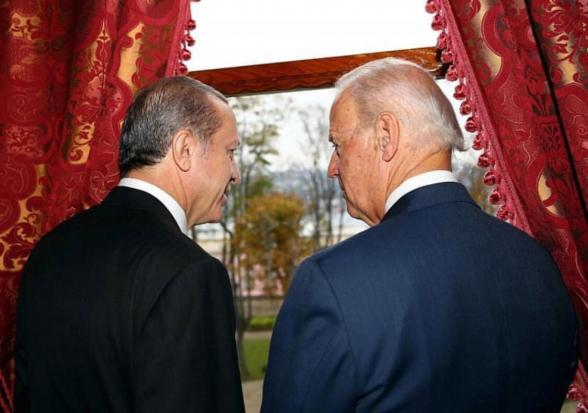 Эрдоган заявил о планах обсудить с Байденом противоречия двух стран