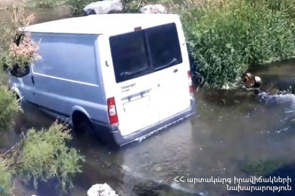 «Կորեայի ձորում» «Ford Transit»-ը հայտնվել է գետի մեջ