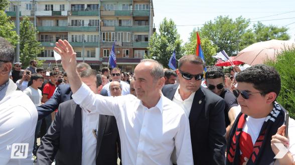 Предвыборная встреча блока «Армения» в Эчмиадзине (видео)