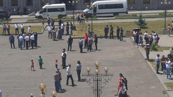 Полупустая площадь Гориса в ходе митинга Пашиняна