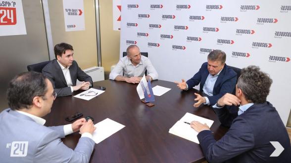 Состоялась встреча Роберта Кочаряна и Карена Карапетяна (фото)
