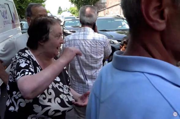 «Убирайтесь из Сюника»: сторонники Пашиняна набросились на журналистов
