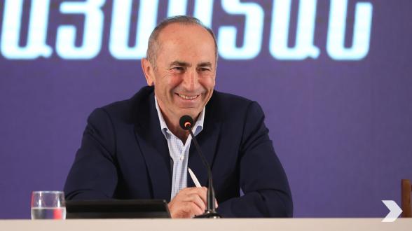 Предвыборная встреча блока «Армения» в Мартуни (видео)