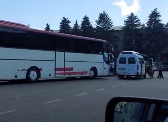 Для митинга Никола Пашиняна в Ереване людей привозят из марзов