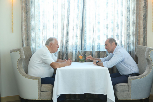Հանդիպել են Ռոբերտ Քոչարյանն ու Սերգեյ Համբարձումյանը (լուսանկար)