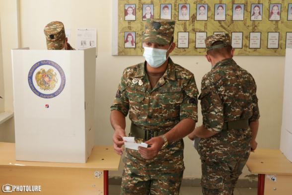 Արարատի մարզի Զոդի զորամասի զինվորները տարբեր շրջանակներում խոստովանել են, որ քվեարկության դիմաց իրենց «պարգևատրել» են 5-հազարական դրամով․ «Հրապարակ»