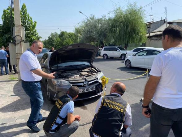 Միհրան Հակոբյանի մեքենայի տակ նռնակ են նետել (լուսանկար)