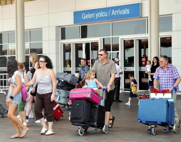 В Анталье во вторник ждут прибытия более 12 тыс. туристов из РФ