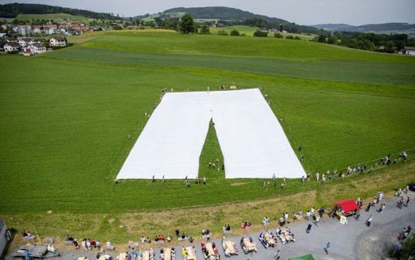 Քուրդ դերձակի մոդելավորած աշխարհի ամենամեծ տաբատը գրանցվել է Գինեսի ռեկորդների գրքում