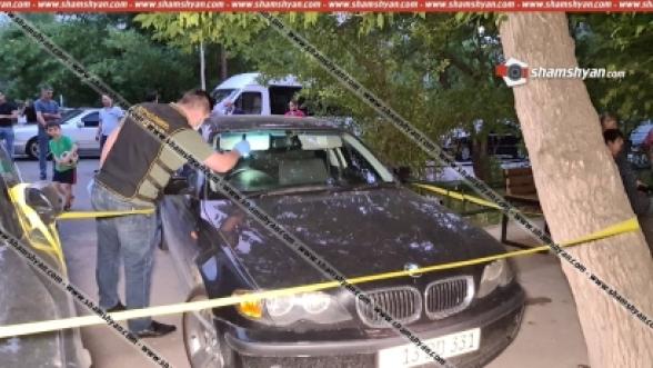 Երևանում BMW-ի ուղղությամբ կրակոցներ արձակած ու 27-ամյա երիտասարդին հրազենային վնասվածքներ պատճառած կասկածյալը ոստիկանների ու քննիչների բացատրական աշխատանքի արդյունքում կամավոր ներկայացել է իրավապահներին