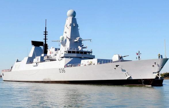 Минобороны Британии заявило, что ее эсминец совершал мирный проход через воды Украины