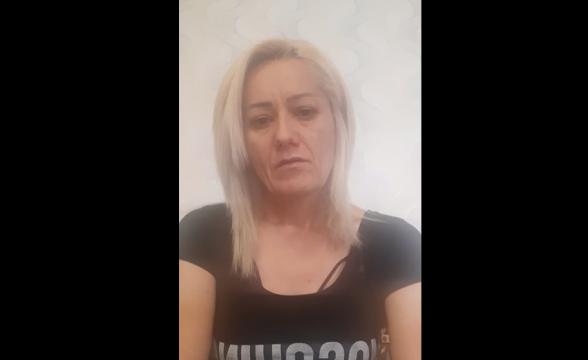 Զոհված զինվորի մայրը տաքսու վարորդին խնդրում է վերադարձնել հեռախոսը, որի մեջ զոհված որդու նկարներն ու տեսանյութերն են