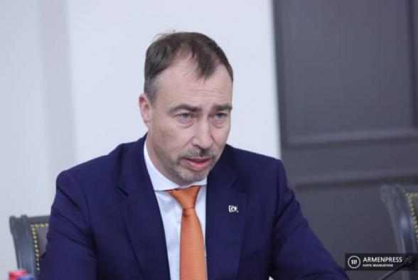 ԵՄ հատուկ ներկայացուցիչն անդրադարձել է հայ-ադրբեջանական սահմանին տիրող իրավիճակին