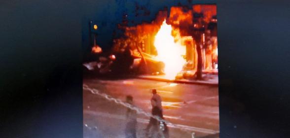 Բացառիկ կադրեր. ինչպես է Ամիրյան փողոցում վթարից հետո այրվում ավտոմեքենան